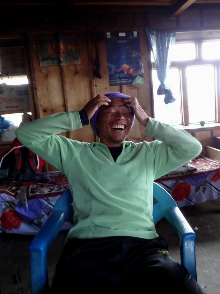 Le rire de Dinesh au SumchoTopLodge-3654m